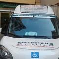 Una sedia da mare per il taxi sociale della Cooperativa Kairos