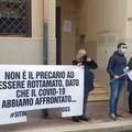 Contratti scaduti, la protesta degli operatori sanitari davanti all'Asl Bt