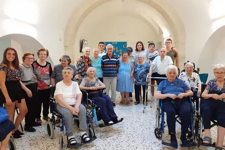 Bisceglie illuminata al centro anziani Storelli