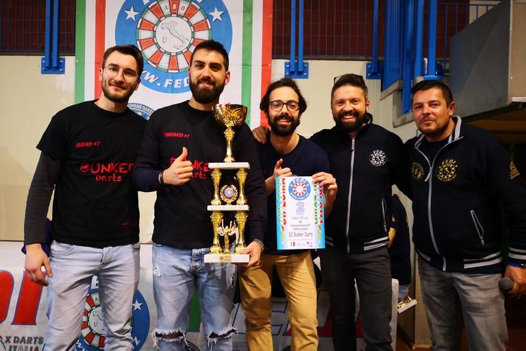 Il team Bunker Darts col presidente Antonio Mastrototaro