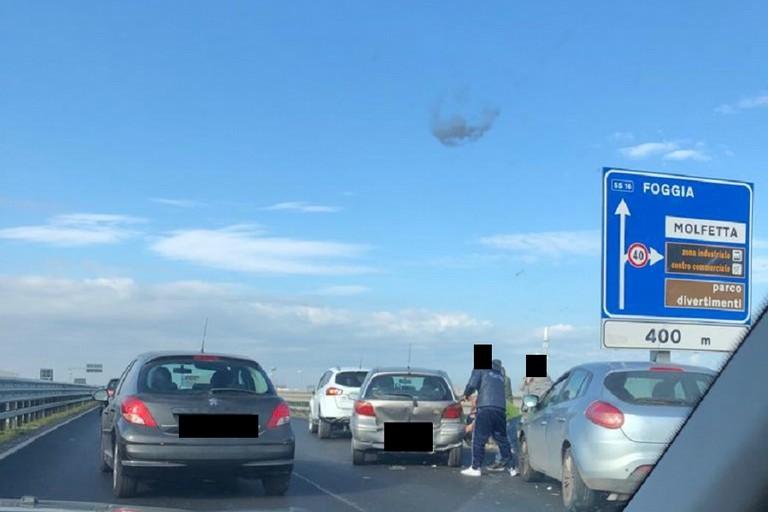 Incidente sulla 16 bis, tre auto coinvolte