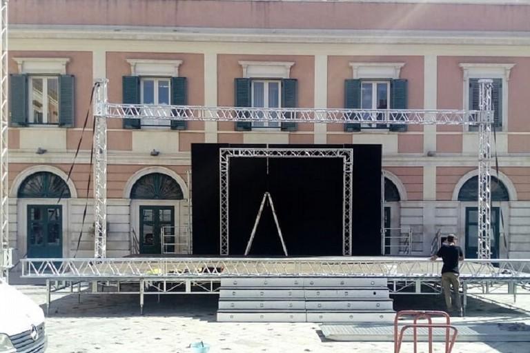 Preparativi in corso in piazza Regina Margherita