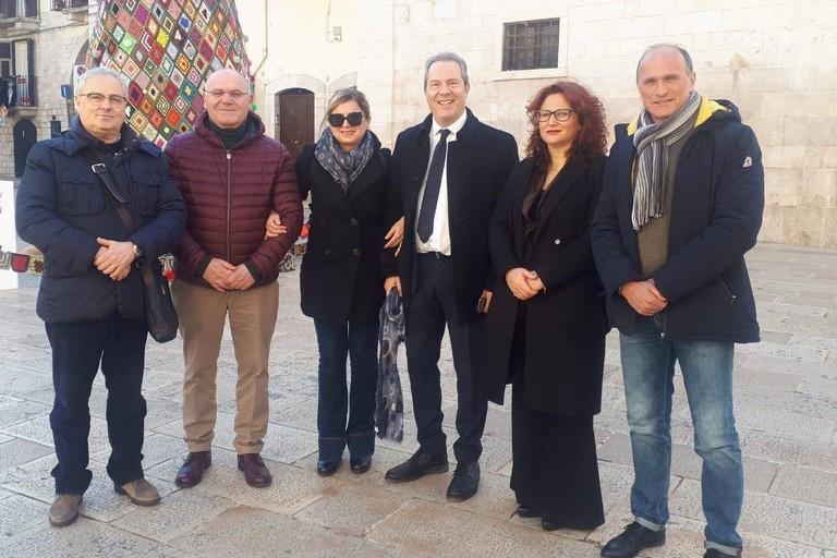 Esponenti dell'opposizione insieme al consigliere regionale Grazia Di Bari