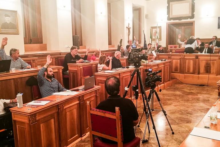 Una votazione in consiglio comunale