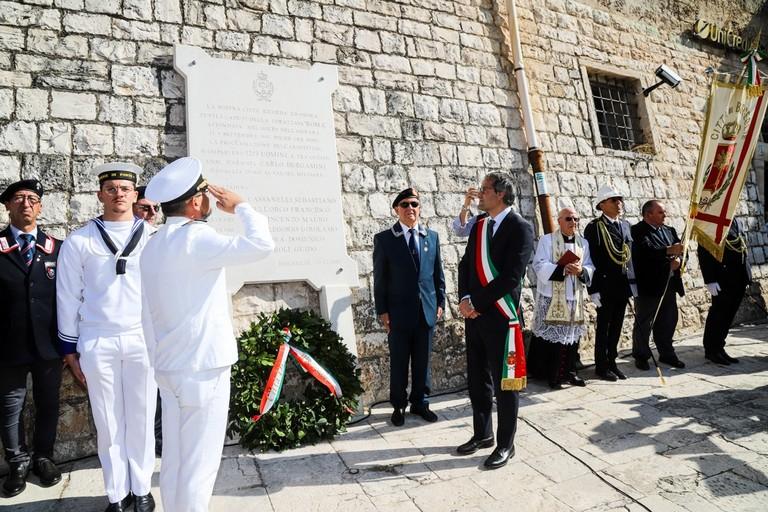 Il sindaco Angarano rende omaggio ai Caduti della Corazzata Roma