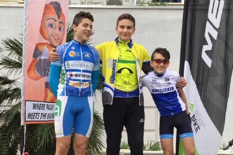 Daniele De Feudis sul primo gradino del podio a Corato