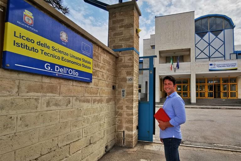 Davide Galantino davanti all'ingresso dell'istituto