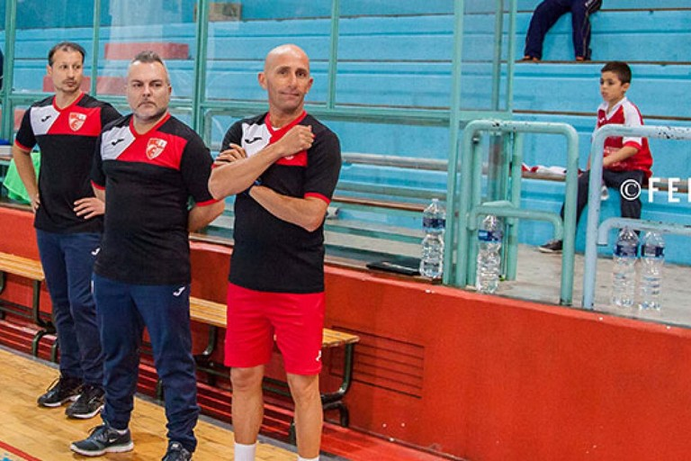 Giuseppe Di Chiano, tecnico della Diaz, con alcuni componenti del suo staff. <span>Foto Felice Nichilo</span>