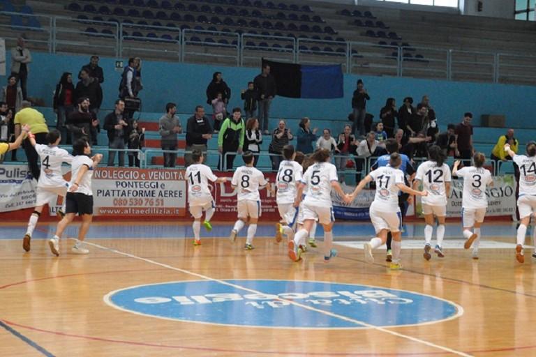 Orgoglio Bisceglie Femminile, cinque sberle all'Az Gold Futsal. <span>Foto Michele Liseno</span>