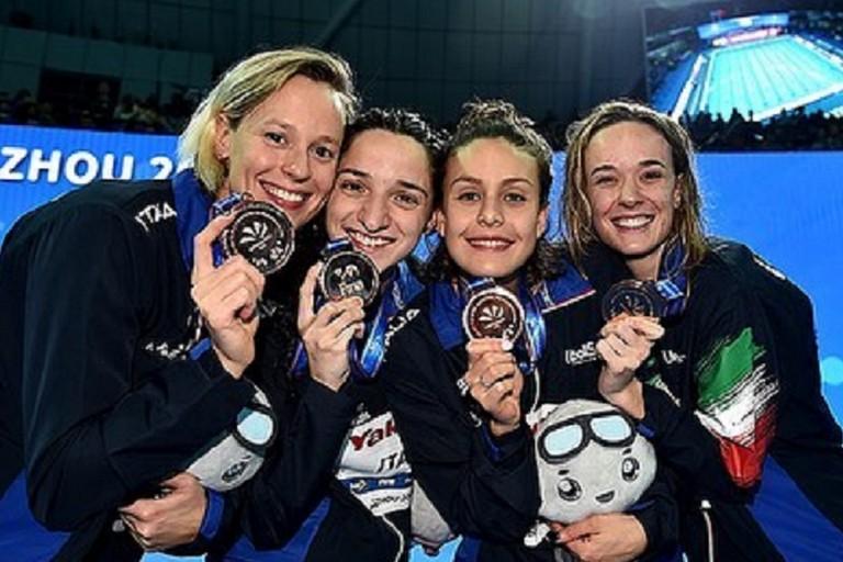 La staffetta azzurra bronzo ai Mondiali in vasca corta di Hangzhou