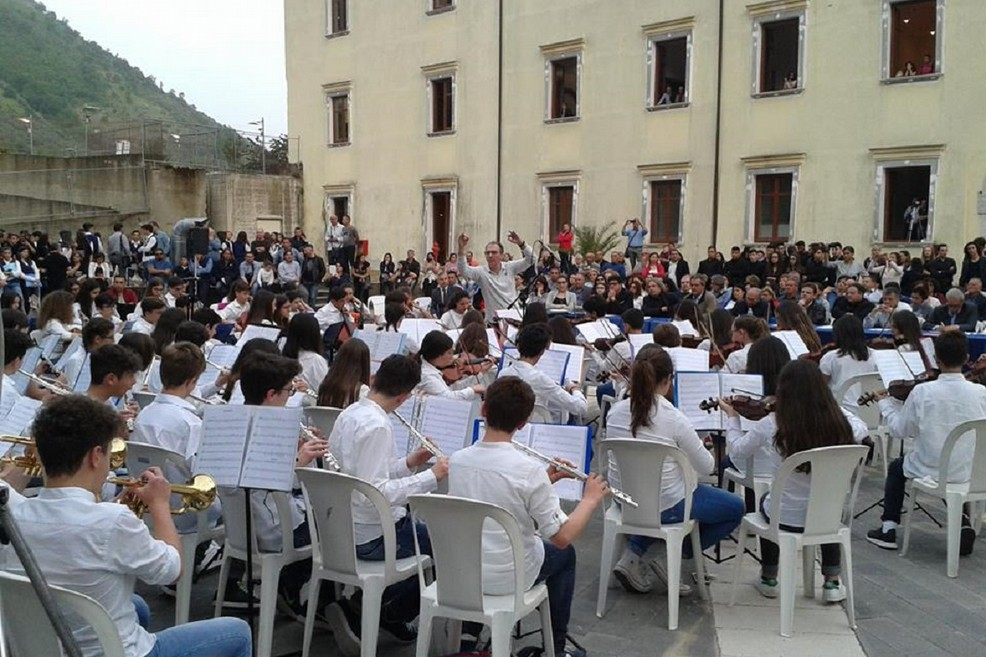 L'esibizione dell'orchestra della