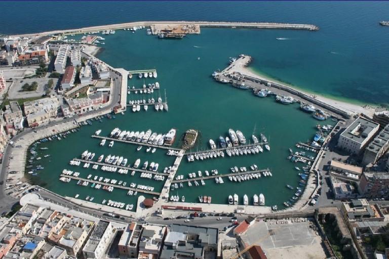 Veduta del porto di Bisceglie dall'alto
