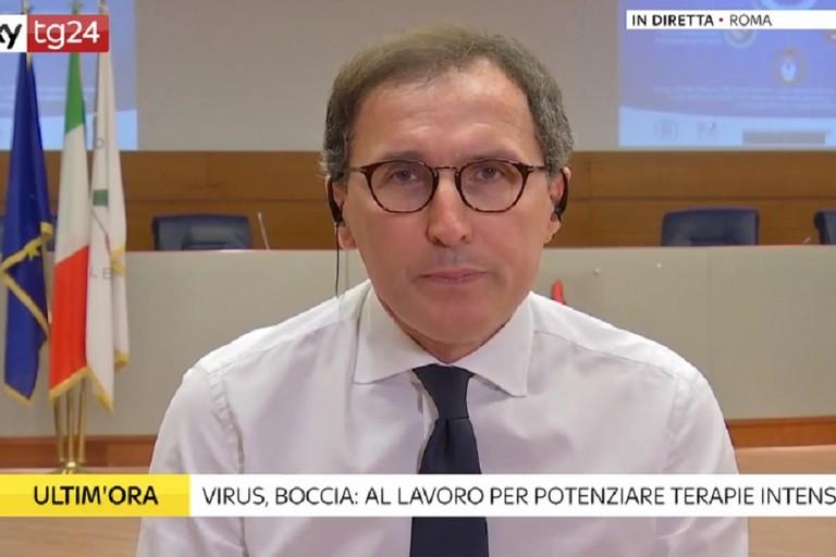 Francesco Boccia e la mascherina indossata per sfottere Fontana