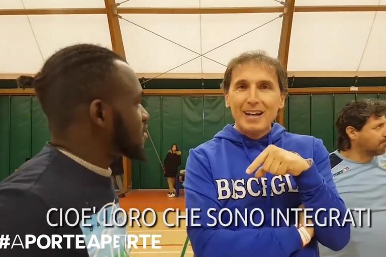 Francesco Boccia con gli immigrati al PalaCosmai