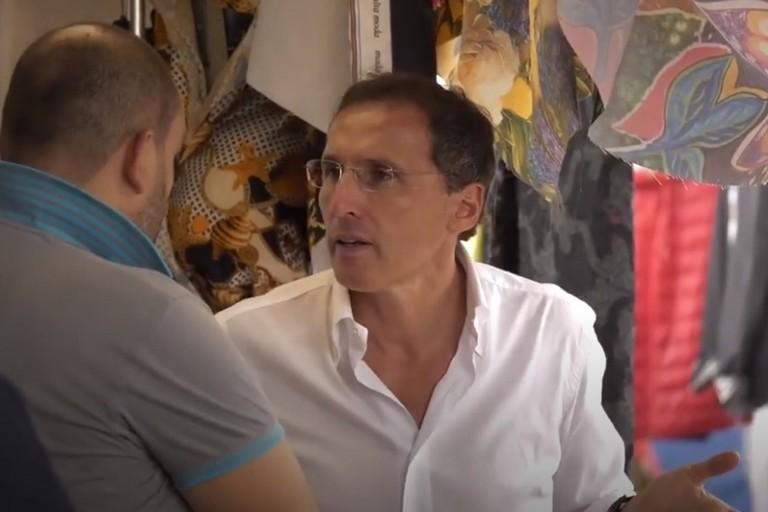 Francesco Boccia al mercato settimanale di Bisceglie