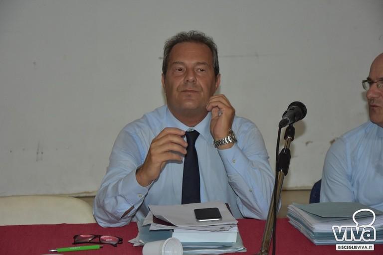 Francesco Spina sui banchi del consiglio comunale (Foto Luca Ferrante)
