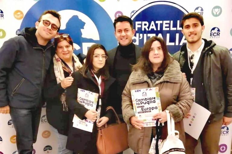 Il deputato Davide Galantino con alcuni militanti di Fratelli d'Italia