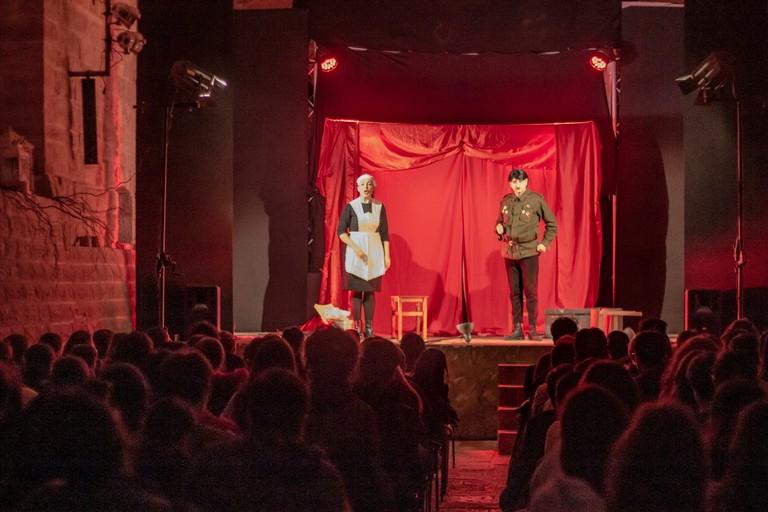Gianluigi Belsito sul palco delle Vecchie Segherie Mastrototaro