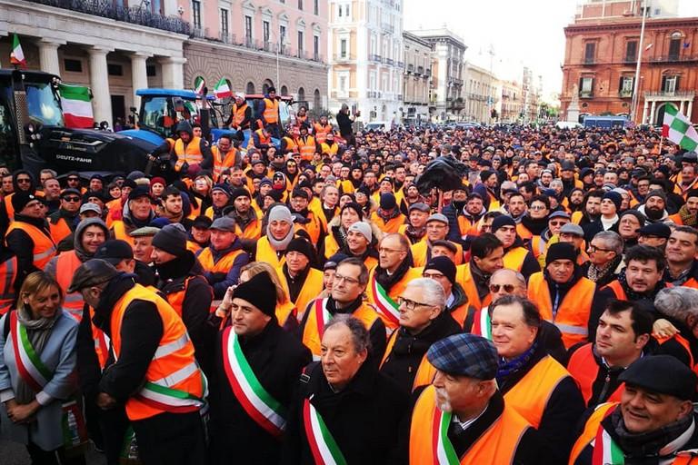 Il sindaco Angarano alla manifestazione dei gilet arancioni