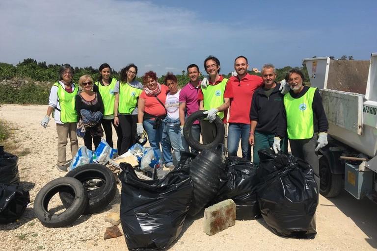 Gruppo volontari pulizia Cala Pantano