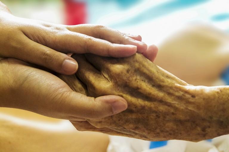 Solidarietà verso gli anziani (repertorio)