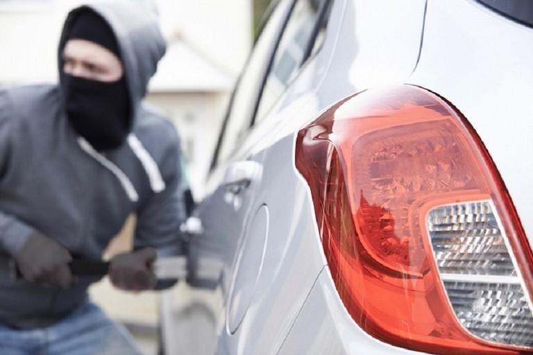 Tentativo di furto d'auto