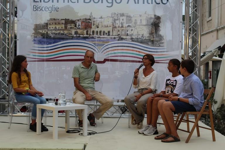 I ragazzi della Battisti-Ferraris con la professoressa Cecilia Verde e Matteo Precchiazzi