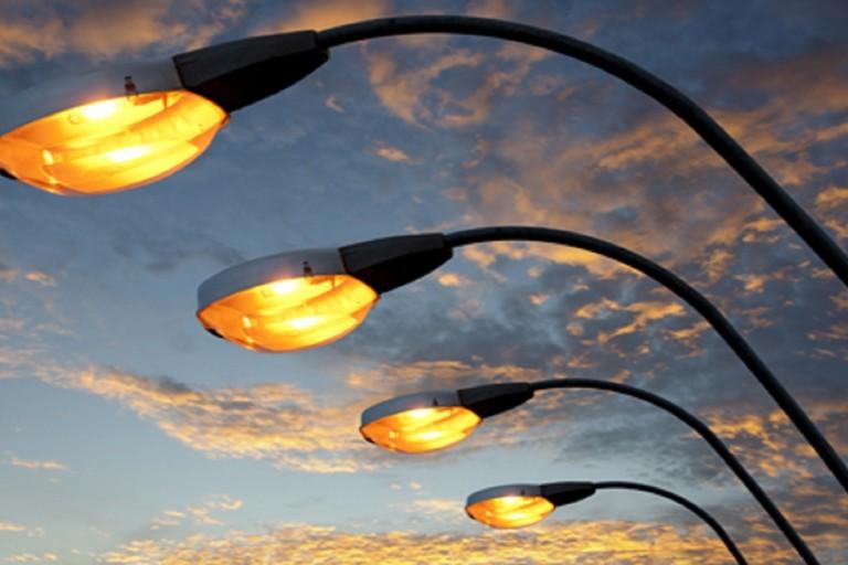 Arriva la luce nuova: sbloccata la procedura per la sostituzione degli impianti di pubblica illuminazione