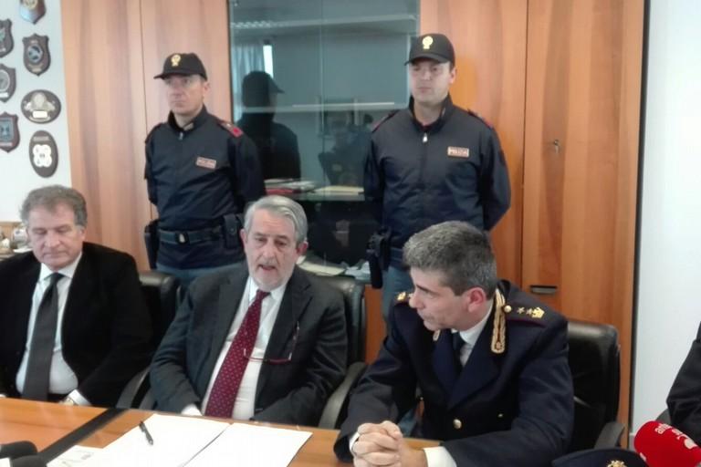 Bari: blitz antimafia della Polizia, arrestate 21 persone del clan