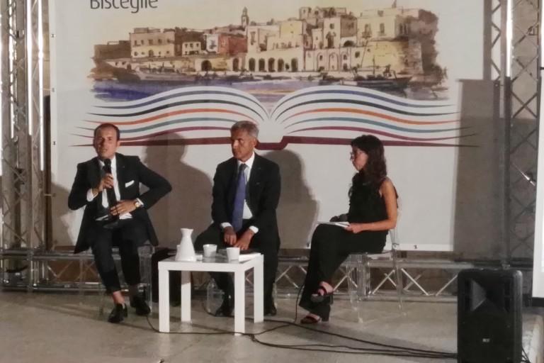 Alessandro Ricchiuti e Nicola Fontana a Libri nel borgo antico discutono sullo spirito imprenditoriale. <span>Foto Bartolomeo Pasquale</span>