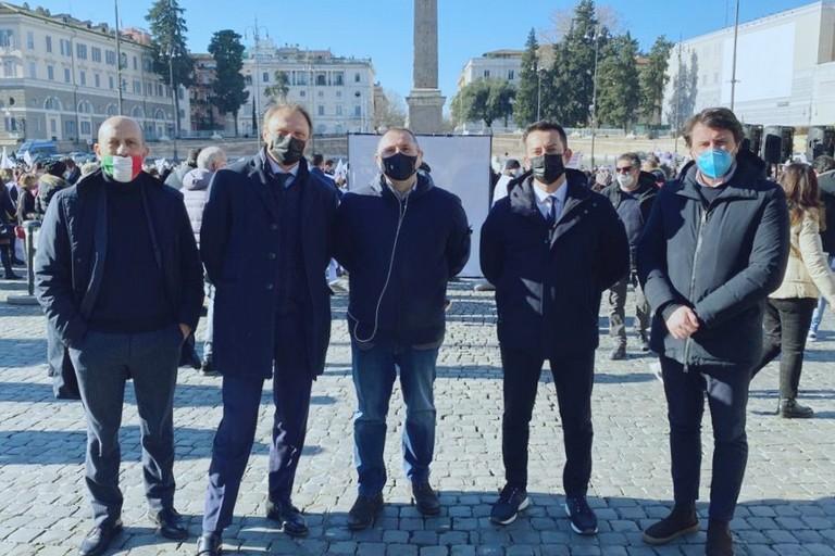 Davide Galantino insieme ad altri parlamentari di Fratelli d'Italia