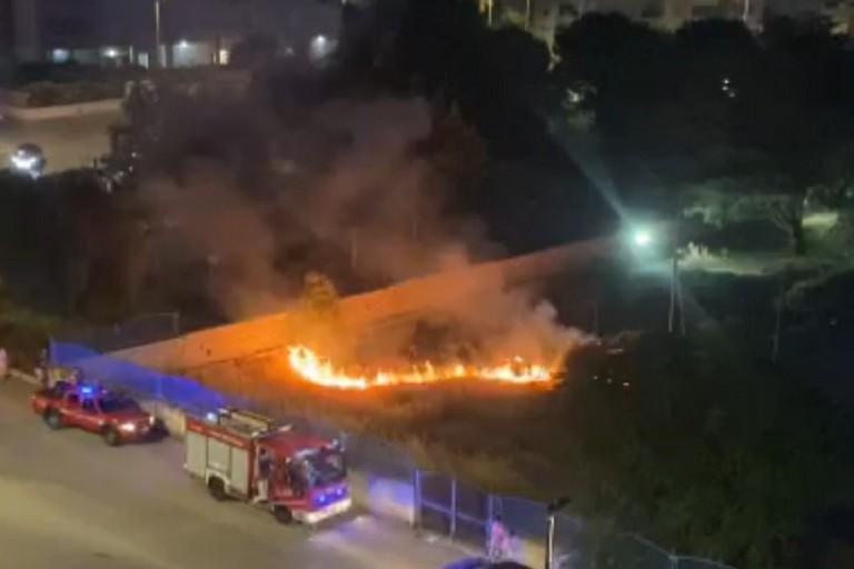 Ripresa dall'alto dell'incendio negli spazi esterni dell'istituto Dell'Olio