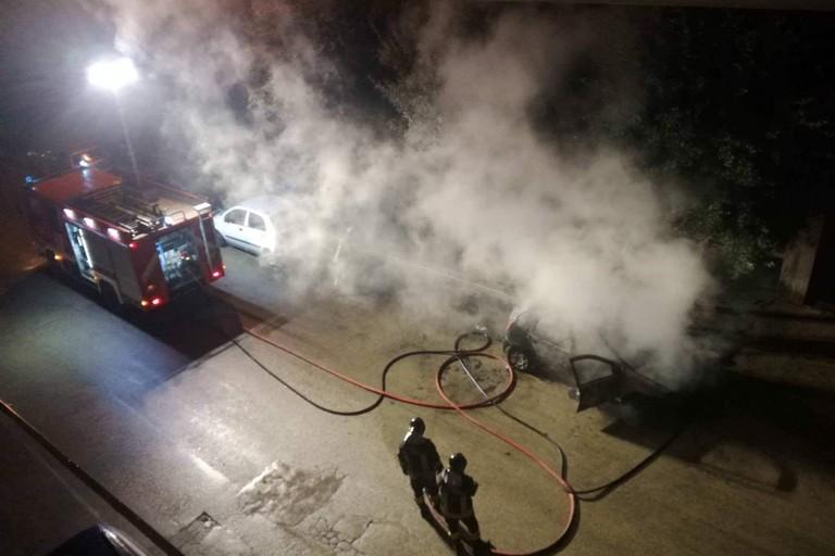 Auto in fiamme nella notte in zona Seminario