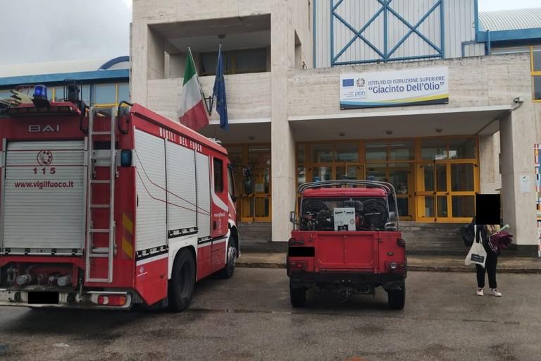 Bisceglie, intervento dei Vigili del fuoco all'istituto Dell'Olio