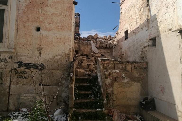 L'immobile parzialmente crollato in Largo Coppi. <span>Foto Serena Ferrara</span>