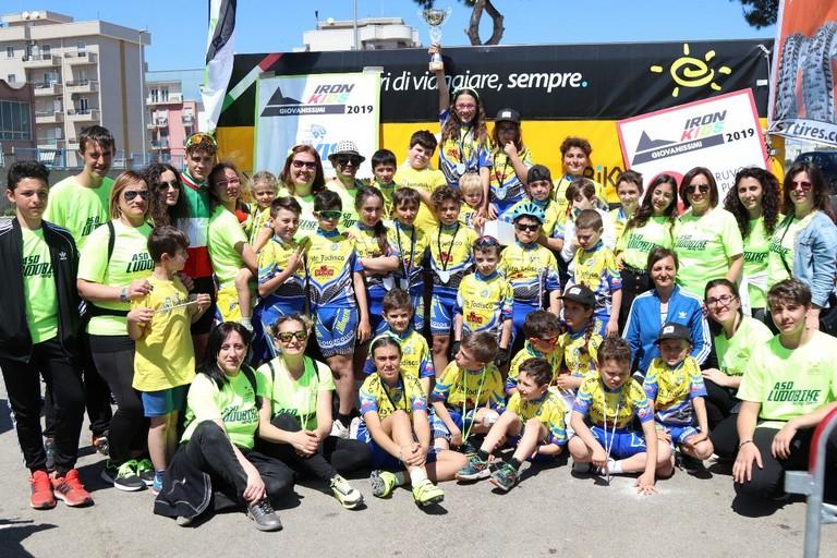 Foto di gruppo per il team Ludobike. <span>Foto Roberto Ferrante</span>
