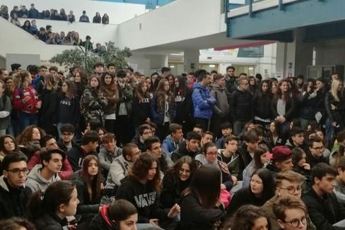 Bagno di folla per i calciatori nerazzurri presso l'istituto