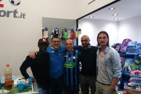 Auguri di Pasqua coi calciatori nerazzurri (Foto Vito Troilo)