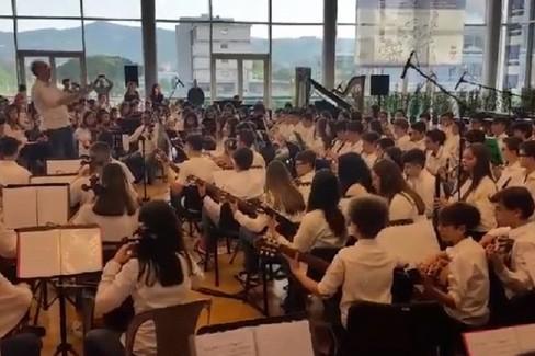 """""""Il barbiere di Siviglia"""" eseguito dall'orchestra Monterisi di Bisceglie"""