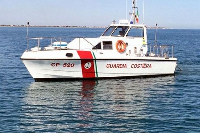 La motovedetta CP 520 della guardia costiera lascia le acque biscegliesi