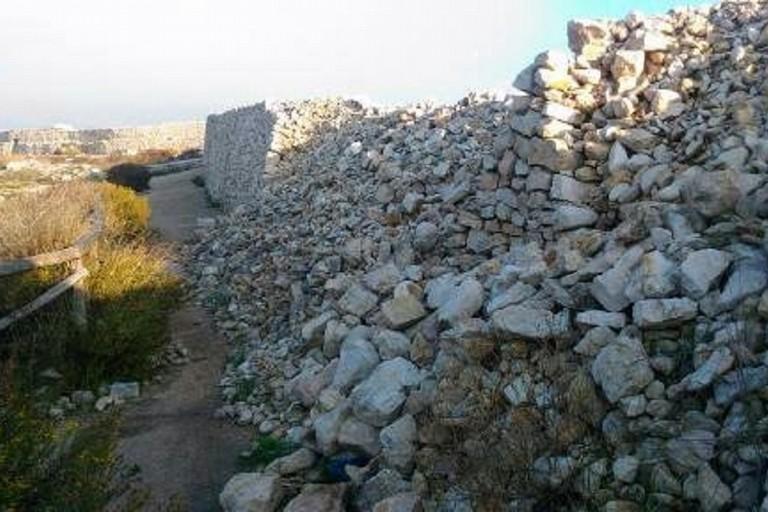 Muretto a secco crollato in zona Pantano-Ripalta