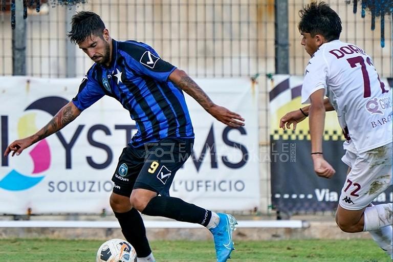 Un'azione del match tra Nardò e Bisceglie. <span>Foto Emmanuele Mastrodonato</span>