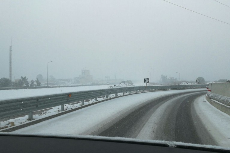Neve su una strada provinciale (repertorio)