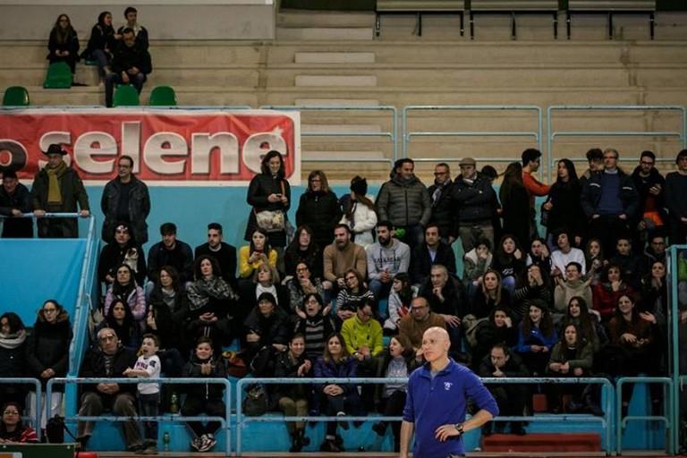 Mister Nicola Nuzzi e sullo sfondo il pubblico del PalaDolmen