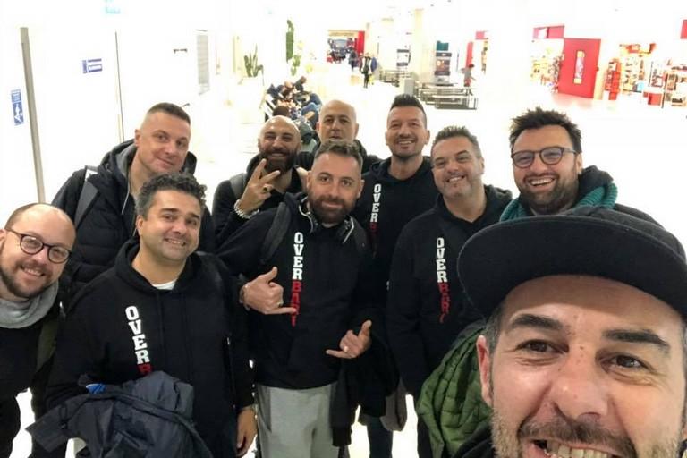 Nicola Palazzo (in primo piano) coi suoi compagni di squadra dell'OverBari