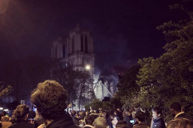 Il terribile incendio che ha seriamente danneggiato Notre-Dame