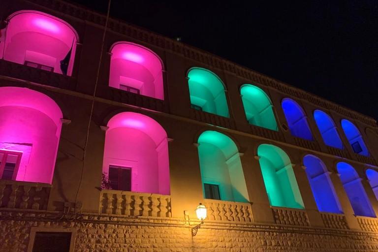 Palazzo San Domenico illuminato per la Giornata mondiale delle malattie rare