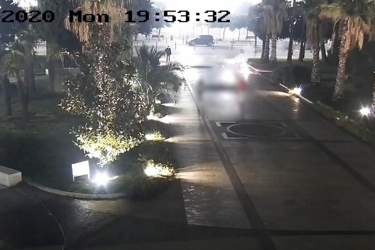 Giovane fa esplodere petardo in piazza Vittorio Emanuele II