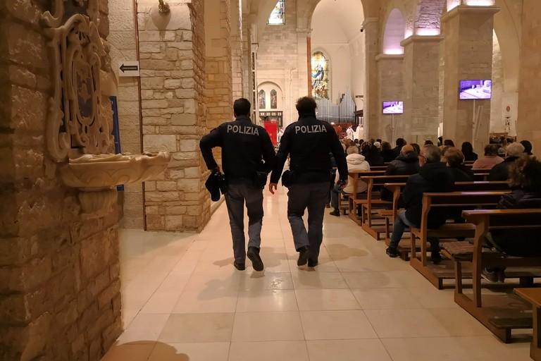 Agenti della Polizia di Stato in servizio