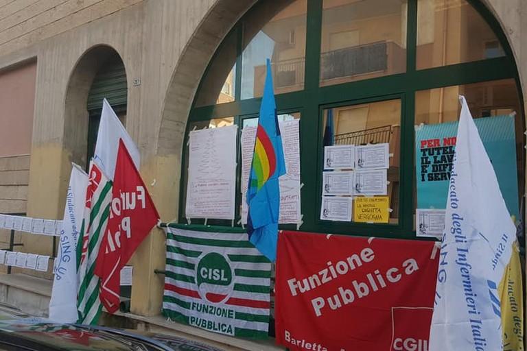 Bandiere di varie sigle sindacali